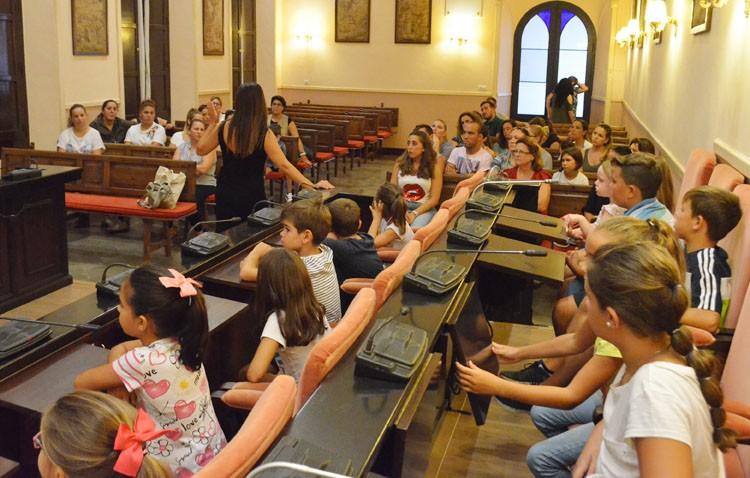 La presión de los padres logra que la Junta rectifique y devuelva la unidad escolar eliminada en Pinzón
