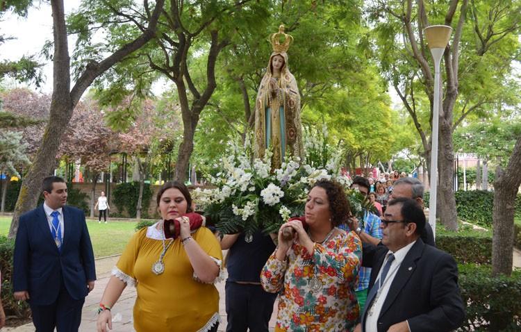 Rezo del rosario con la Virgen de Fátima hasta la parroquia de San José