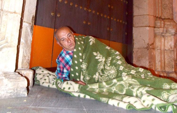 Antonio y Javier, más de dos meses teniendo que dormir a las puertas del ayuntamiento de Utrera