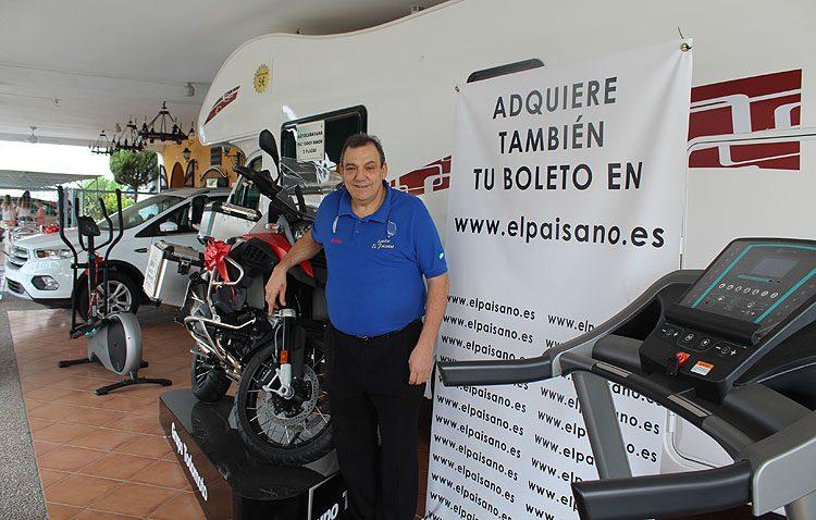 Una autocaravana, dos coches, una moto y un sin fin de regalos en la «cesta de Reyes más grande de España»