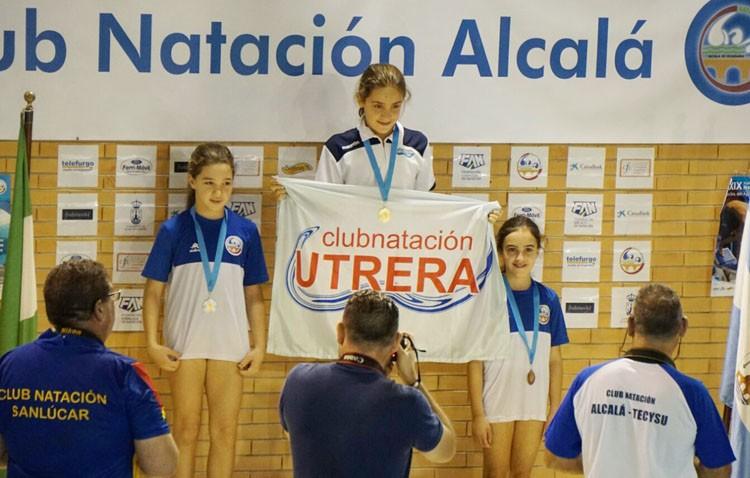 El Club Natación Utrera consigue seis medallas en un trofeo en Alcalá de Guadaíra