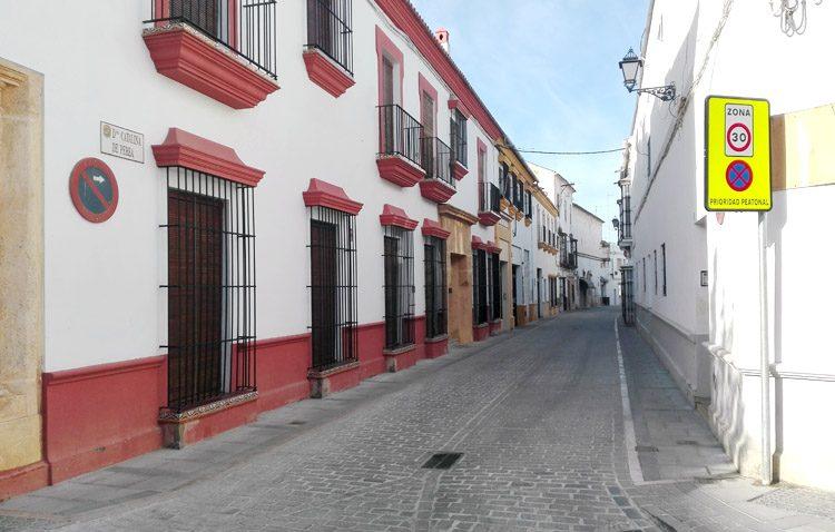 La calle Catalina de Perea reabre al tráfico con cinco meses de retraso