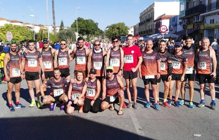 Los corredores del club «Deporteando por Utrera», premiados en Las Cabezas de San Juan