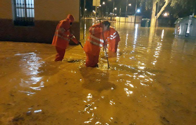 La espectacular noche de lluvia deja en Utrera 31 intervenciones de emergencia por inundaciones