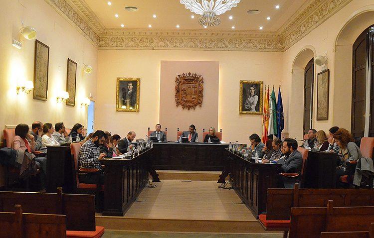 El gobierno local responde «lo que le da la gana» a las preguntas de la oposición en el pleno municipal (AUDIO)