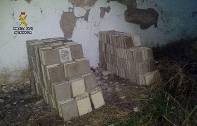 Tres detenidos por robar 500 metros cuadrados de solería antigua de El Torbiscal