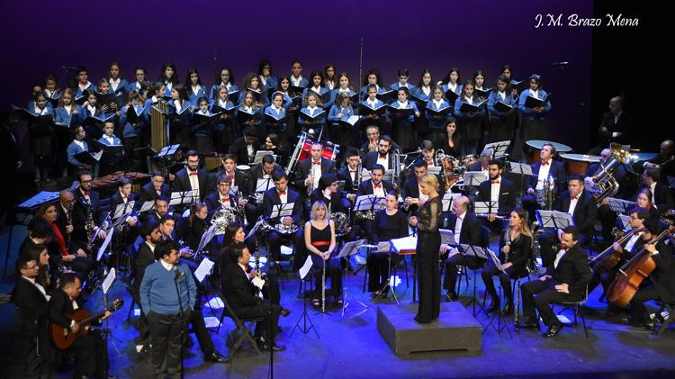 Magnífico concierto de Navidad de la Unión Musical de Utrera y la Escolanía de Utrera (IMÁGENES)
