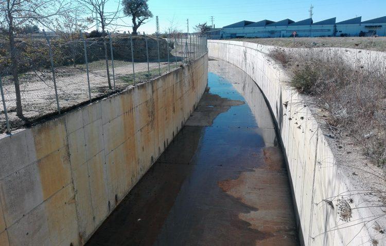 El desvío del Calzas Anchas «renace» tras desaparecer el peligroso «bosque» que cubría el canal