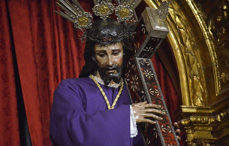 Cuatro días de besamanos a Jesús Nazareno para despedir el año y estrenar el nuevo