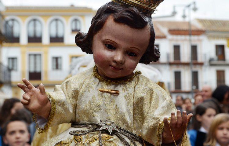 Una procesión con el Niño de la Virgen del Socorro para cerrar el año en la parroquia de Santiago