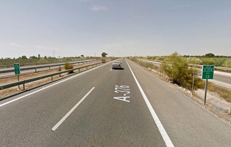 Cuatro heridos en un accidente entre un autobús y dos turismo en la autovía de Sevilla
