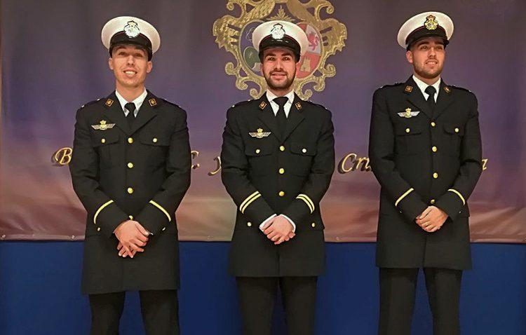 La banda de la Vera-Cruz estrena uniforme de corte militar y con guiños al Ejército de Tierra, del Aire y a la Marina