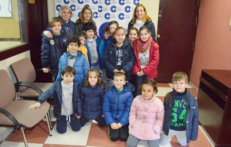 Los alumnos del colegio Rodrigo Caro se adentran en el funcionamiento de la radio