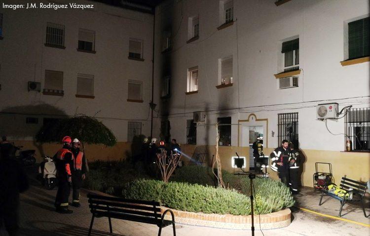 Un incendio en La Corredera obliga a desalojar 80 personas y a derivar nueve personas al hospital por inhalación de humo
