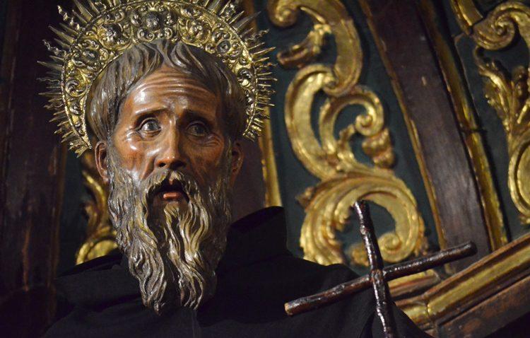 Retirada al culto la imagen de San Francisco de Paula para su restauración
