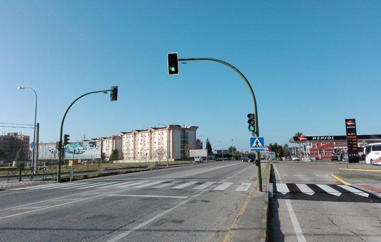 La conexión entre Campoverde y los Ruedos de Consolación, más segura con la puesta en servicio del nuevo semáforo