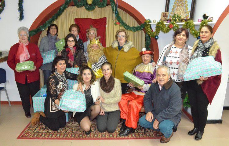 La campaña «Un juguete para todos», de COPE Utrera, culmina una nueva edición entregando los regalos a más de 200 niños