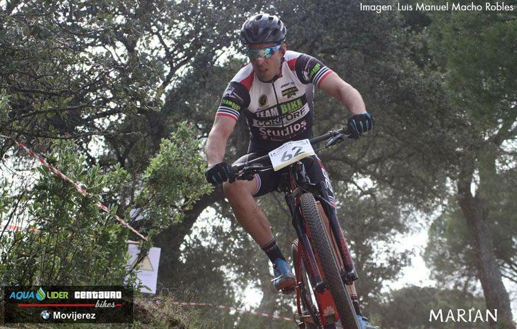 Daniel Ternero, del Teambike Utrera, participa en el Open de Andalucía XCO modalidad olímpica