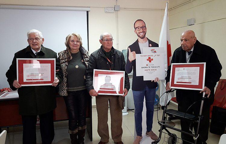 Un reconocimiento de Cruz Roja a sus socios más antiguos