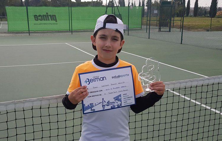 Un imparable David Acosta consigue proclamarse campeón en el Torneo de Tenis de Promoción de Jerez