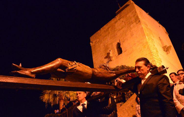 Utrera mira a su historia con el vía crucis del Cristo de Santiago (IMÁGENES)