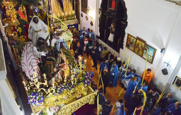 La amenaza de lluvia deja al Domingo de Ramos utrerano sin ver el nuevo paso de la Borriquita