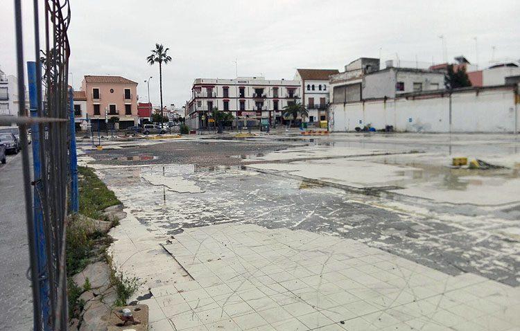 El parking del antiguo Champion sigue cerrado en Semana Santa a pesar del anuncio de Villalobos