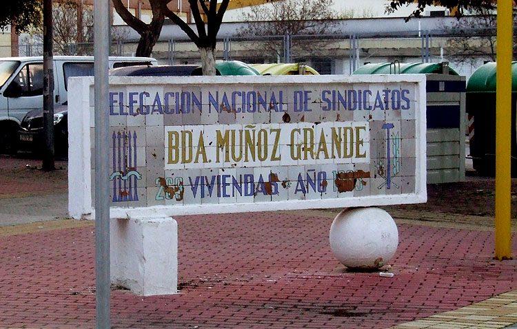 Podemos reclama al gobierno de Utrera (PSOE-IU) que retire el monolito dedicado «al franquista Muñoz Grandes»