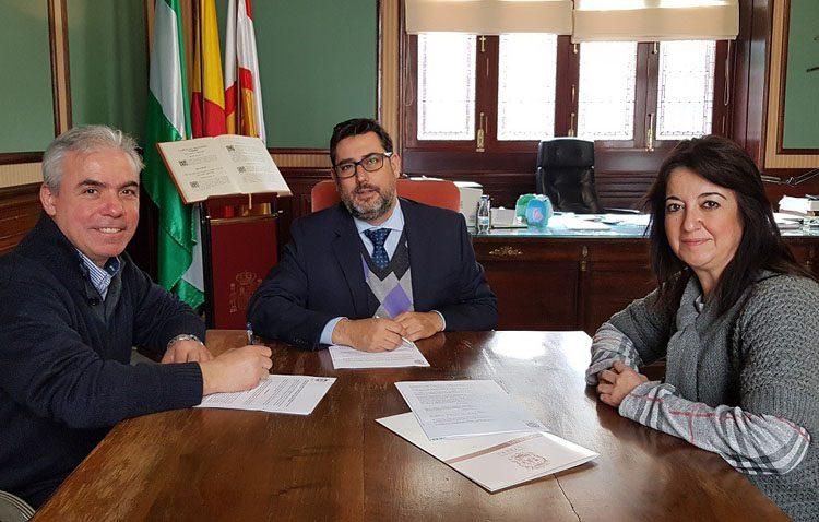 La peña «Curro de Utrera» rubrica su convenio de colaboración anual con el Ayuntamiento