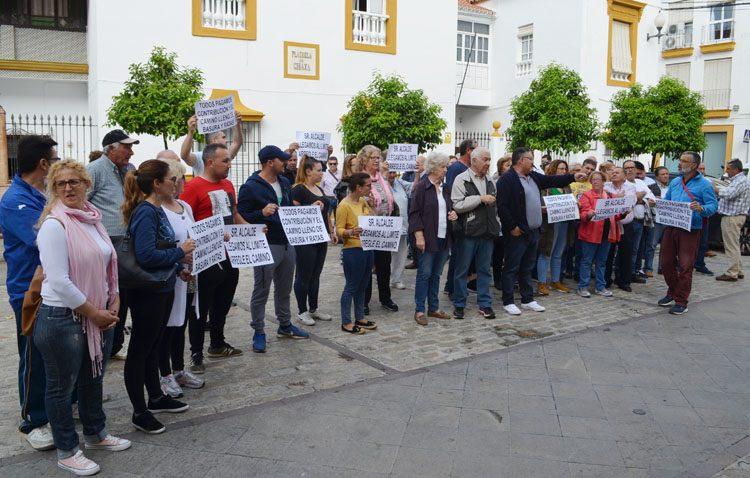 Sin fecha para el arreglo del camino de Los Molares pese a las protestas de decenas de vecinos afectados