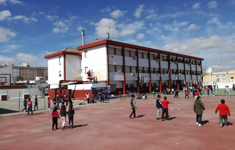 Podemos denuncia los «fuertes recortes en educación» en los colegios de Utrera