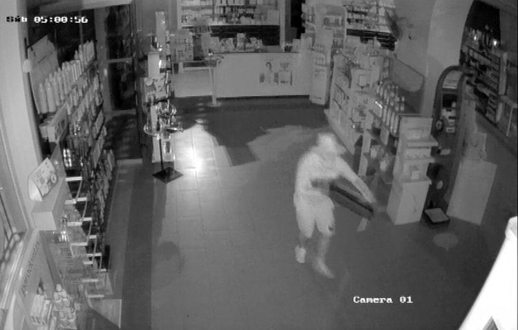 Detenidos dos jóvenes de Utrera por robos en bares, farmacias y otros establecimientos del Aljarafe