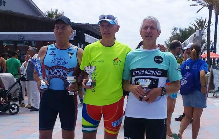 El Club Utrera Acuática suma dos medallas de plata en el XXXI triatlón Ciudad de Chiclana