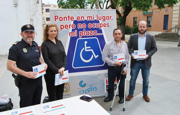 Multas de 200 euros por aparcar en las plazas reservadas a personas con movilidad reducida