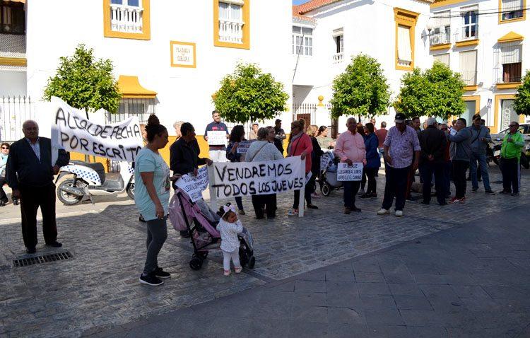 Villalobos recibe por fin a los vecinos del camino de Los Molares y les promete que las obras comenzarán «antes de 42 días»