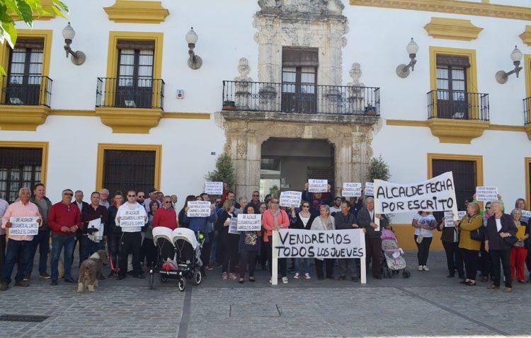 Los vecinos del camino de Los Molares siguen sin creer la enésima promesa de Villalobos y piden que los reciba