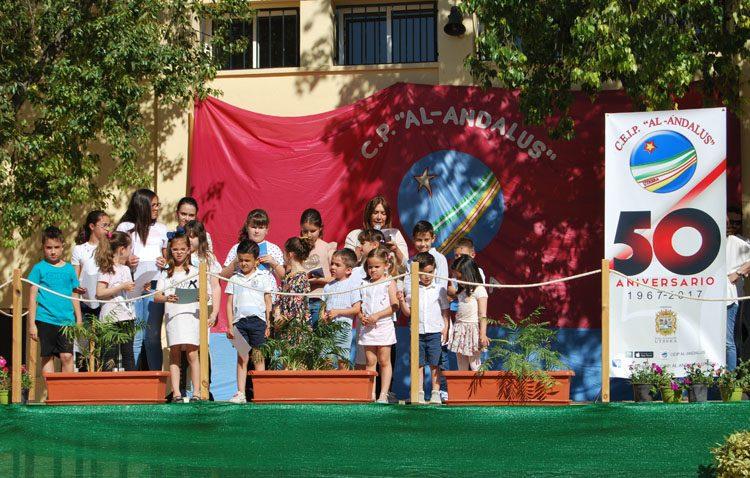 Cinco décadas del colegio Al-Ándalus visto por los propios alumnos en las páginas de un libro