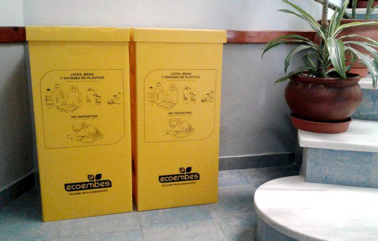 Contenedores amarillos en los centros educativos para educar en el reciclaje a los estudiantes