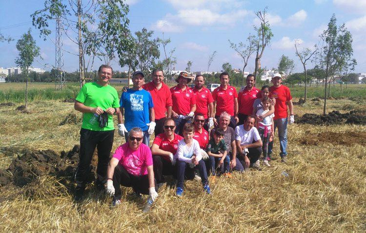 La asociación «Legiones de Leptis», protagonista de una nueva plantación de árboles en Utrera