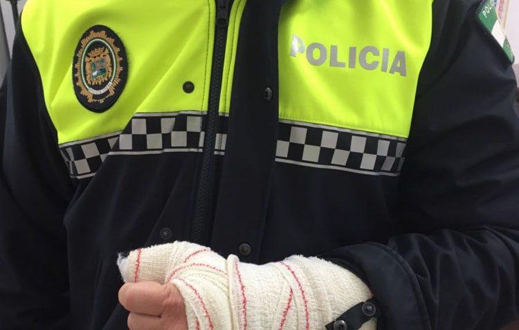 Intenta fugarse de camino a prisión tras un robo con violencia a una octogenaria en Utrera y agredir a los agentes