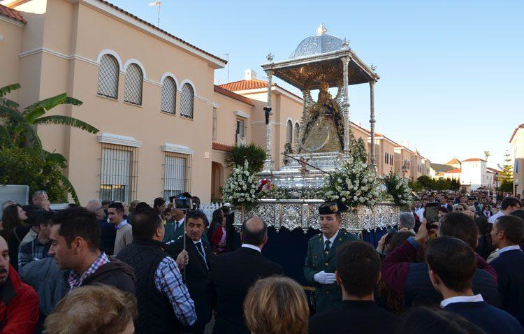 Ni la lluvia pudo con una histórica procesión en torno a la patrona de Utrera (GALERÍA)