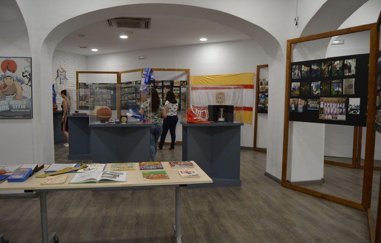 Medio siglo de vida del baloncesto utrerano recogido en una exposición (IMÁGENES)
