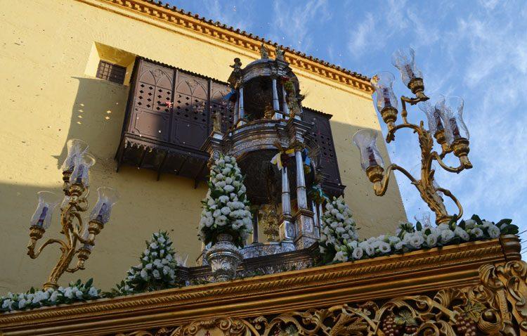 Un recorrido histórico por Utrera para la procesión extraordinaria con la custodia de Santiago