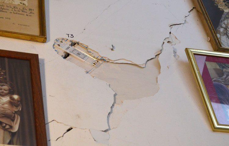 El movimiento de un muro de la escalera de acceso al camarín de la Virgen de Consolación provoca grietas en paredes y bóvedas