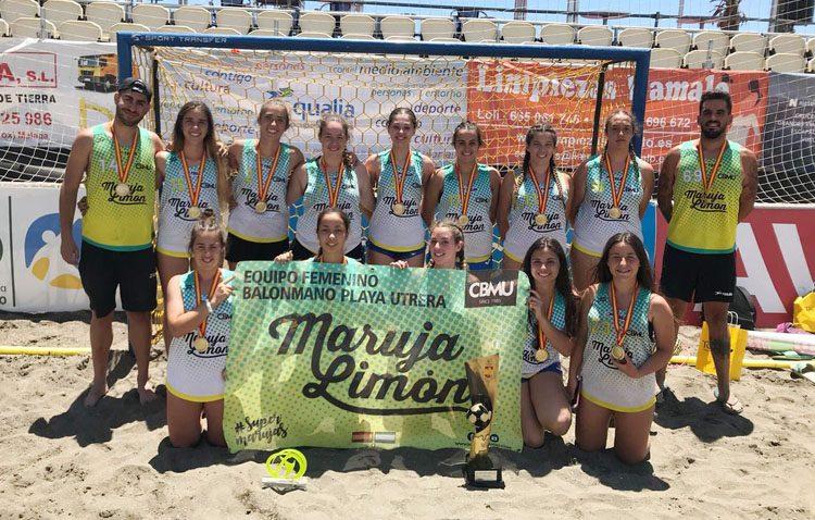Los equipos femeninos del Club Balonmano de Utrera, triunfadores del Arena 500 de Barbate