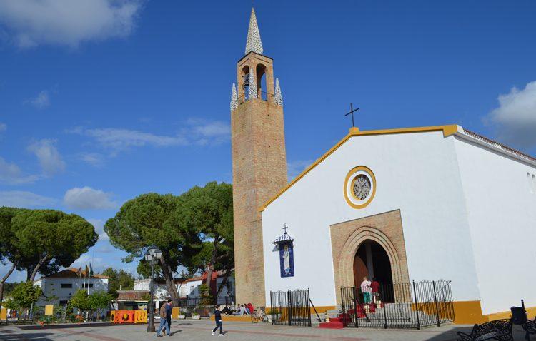 La procesión eucarística de la pedanía utrerana de Trajano crece con la incorporación de un paso para el Santísimo