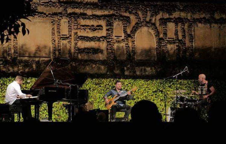 La música del pianista utrerano Andrés Barrios resuena en las «Noches en los Jardines del Real Alcázar»