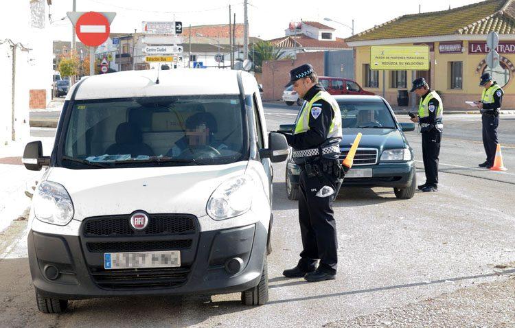 Una campaña de la DGT y la Policía Local para vigilar y controlar las furgonetas en Utrera