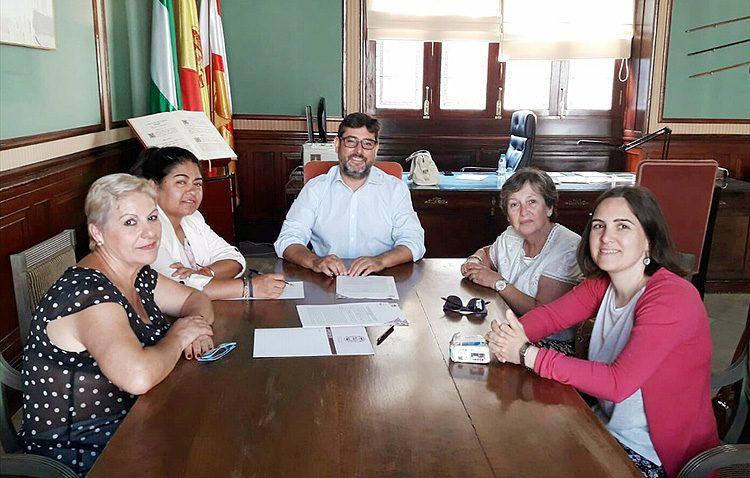 Un impulso a la asociación «Mujeres de Santiago» para seguir luchando contra la pobreza