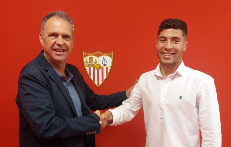 El futbolista utrerano Pepe Mena debuta con el primer equipo del Sevilla